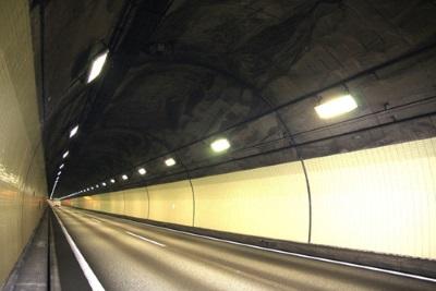 蛍光ランプのトンネル