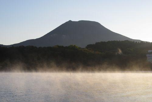 阿寒湖から立ち上る霧