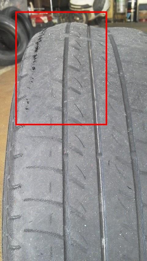 変形したタイヤ