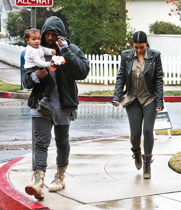 holding-celeb-style-kim-kardashian-kanye-west_201509101418371bf.jpg