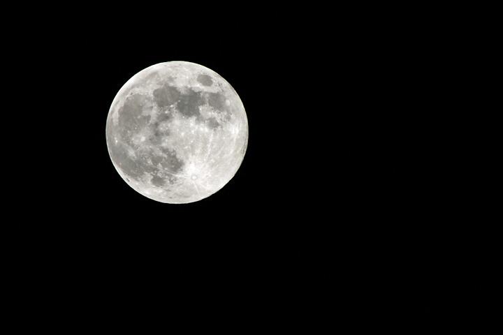 スーパーな月