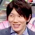 ワイドナショー画像 東野幸治からチョコレート好きを指摘され、なぜか照れ笑いをする古市憲寿 2015年5月10日