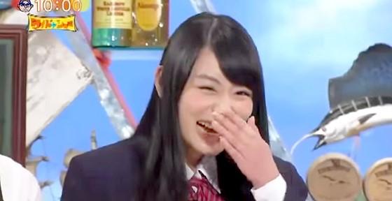 ワイドナショー画像 ワイドナ現役高校生 松本人志「肌が張って光ってる」と言われ、アゴを隠すワイドナ現役高校生の小山内花凜 2015年9月27日