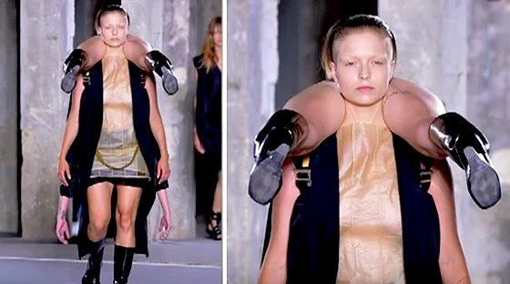 ワイドナショー画像 逆さまの女性を担ぐ2015年パリコレの変な衣装 2015年10月18日