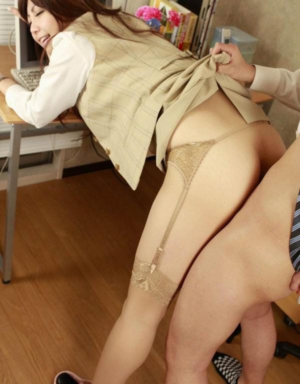 着衣セックス画像 17