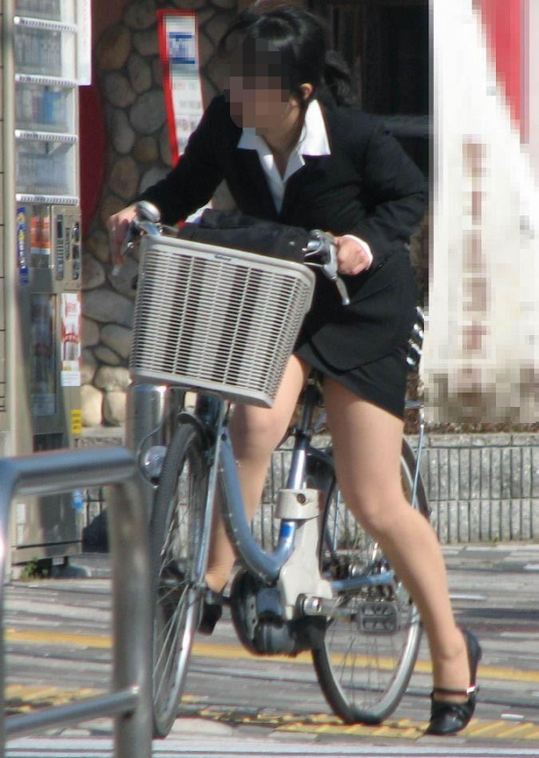 自転車パンチラ画像 2