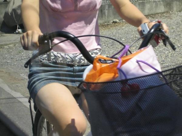 自転車パンチラ画像 3