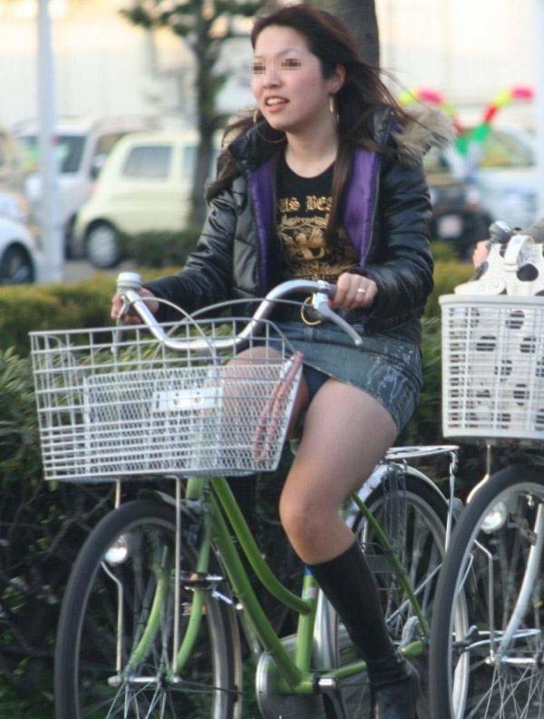 自転車パンチラ画像 6