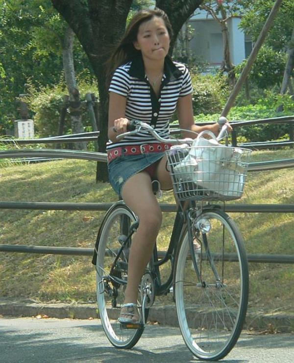 自転車パンチラ画像 9
