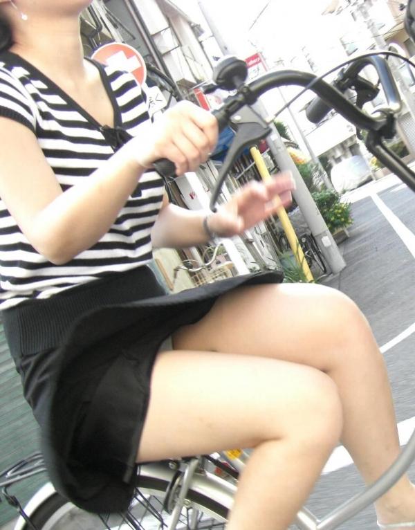 自転車パンチラ画像 11