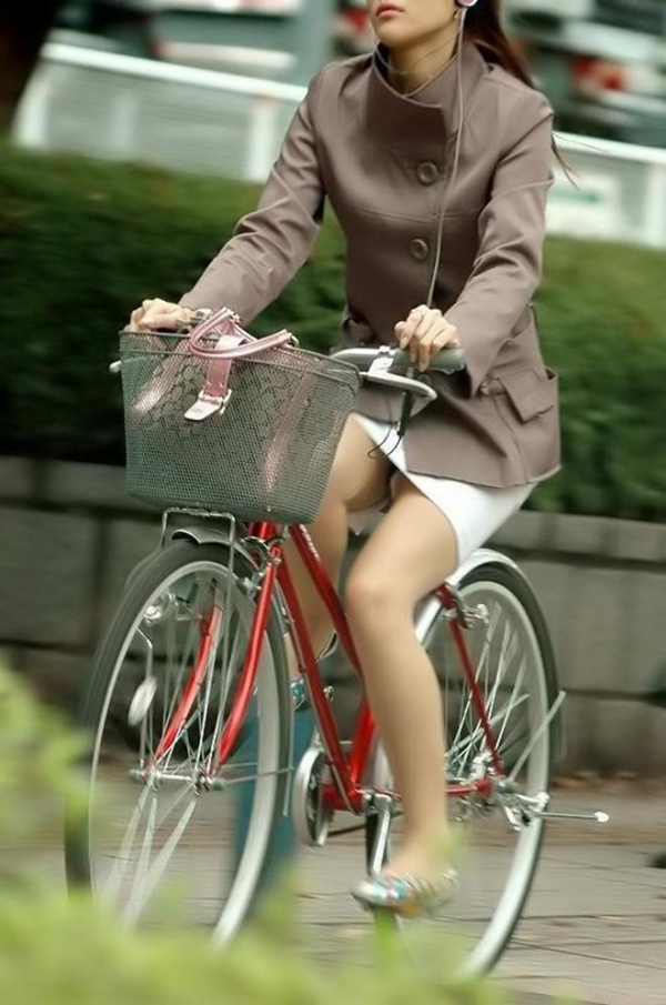 自転車パンチラ画像 12