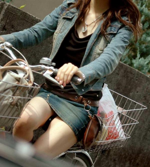 自転車パンチラ画像 14