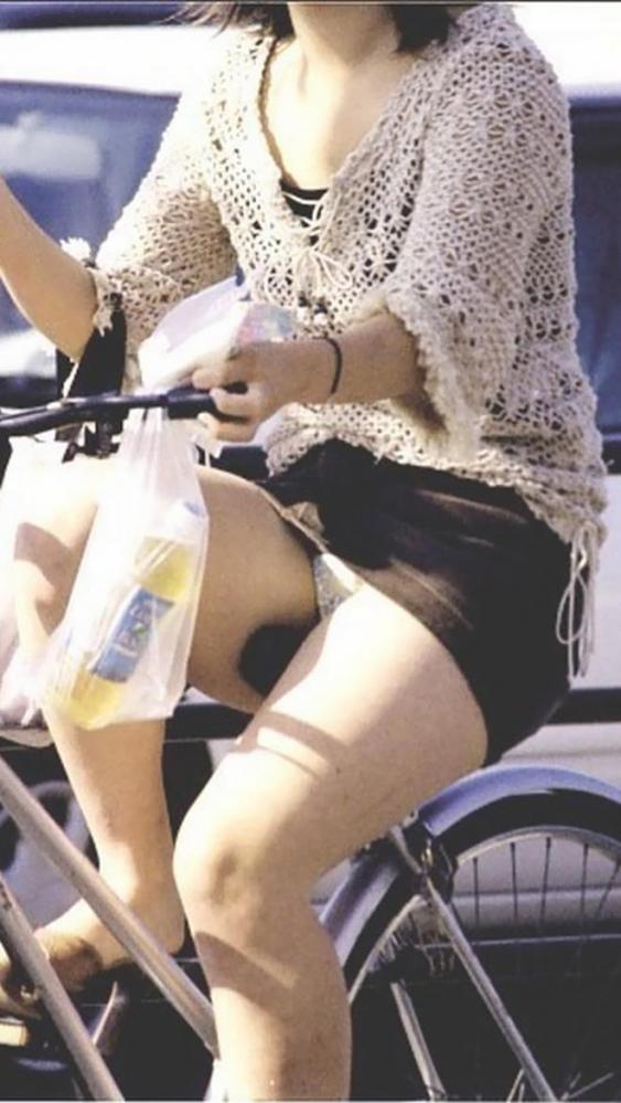 自転車パンチラ画像 15