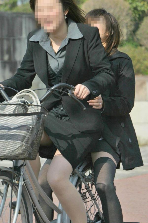 自転車パンチラ画像 17