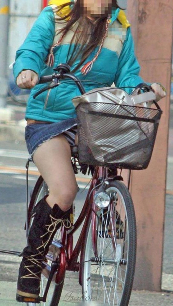 自転車パンチラ画像 20