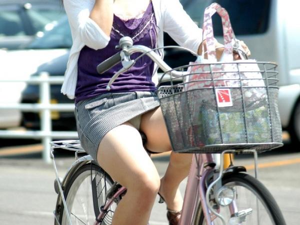 自転車パンチラ画像 21
