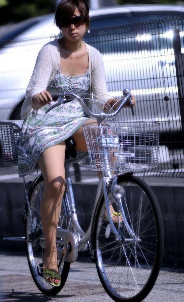 自転車パンチラ画像 22