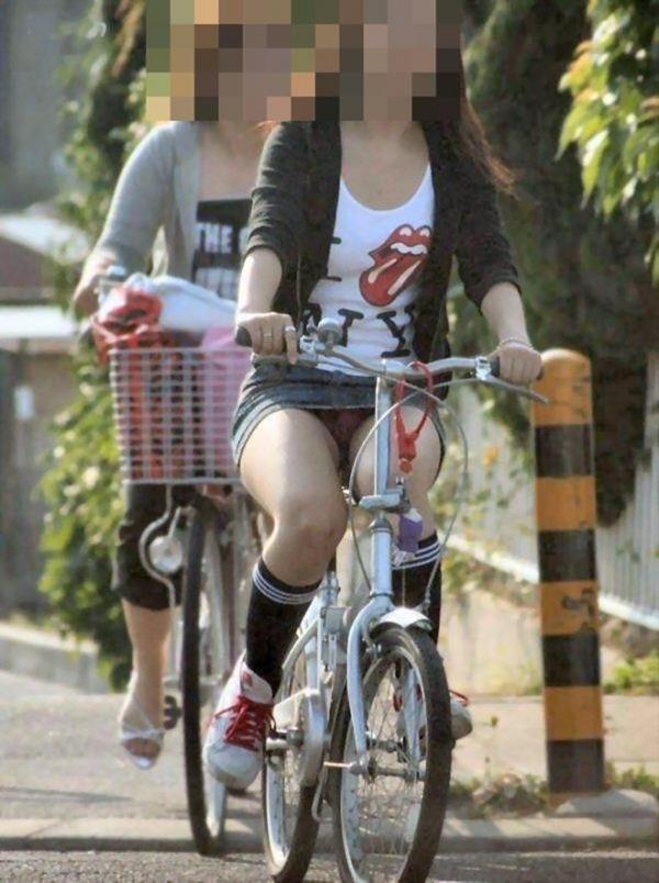 自転車パンチラ画像 23