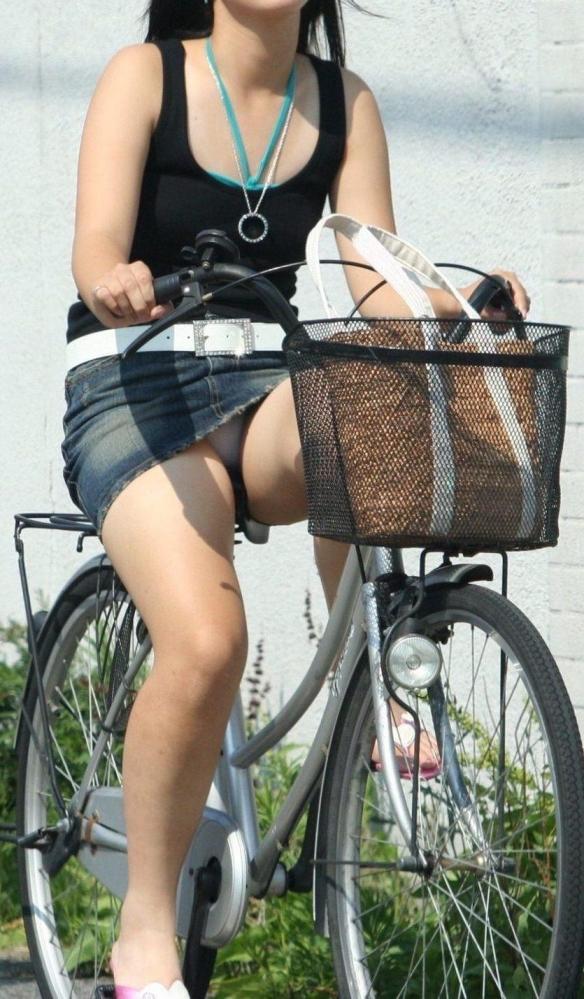自転車パンチラ画像 24