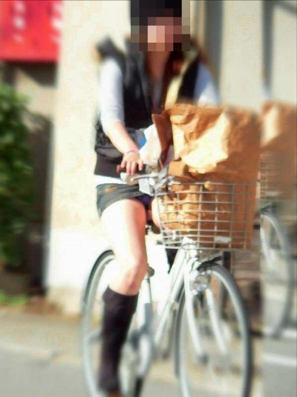 自転車パンチラ画像 25