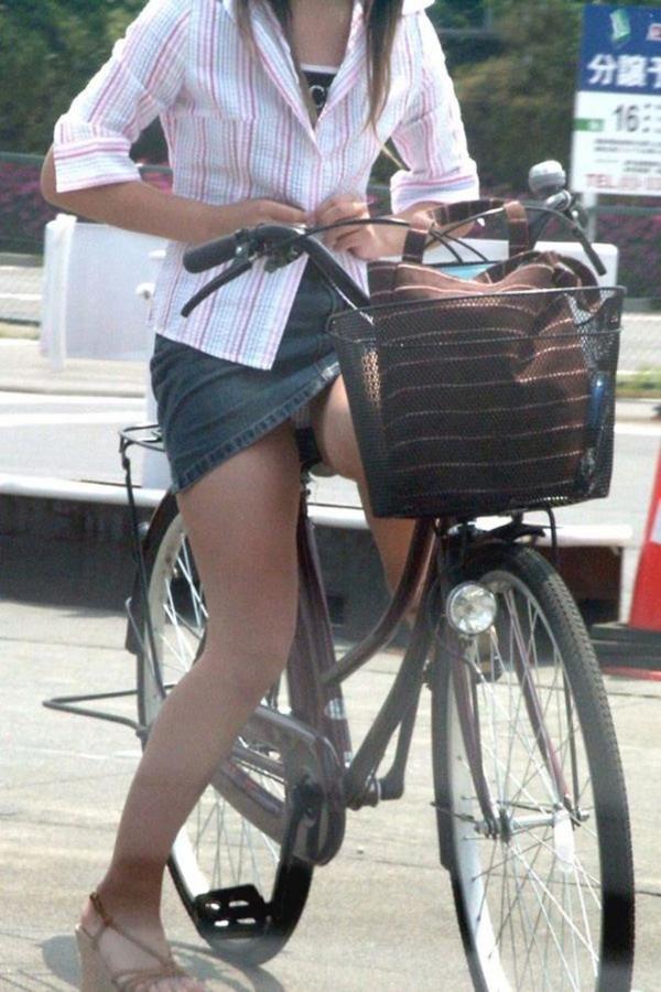 自転車パンチラ画像