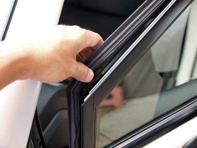 窓枠のグロスブラック化5
