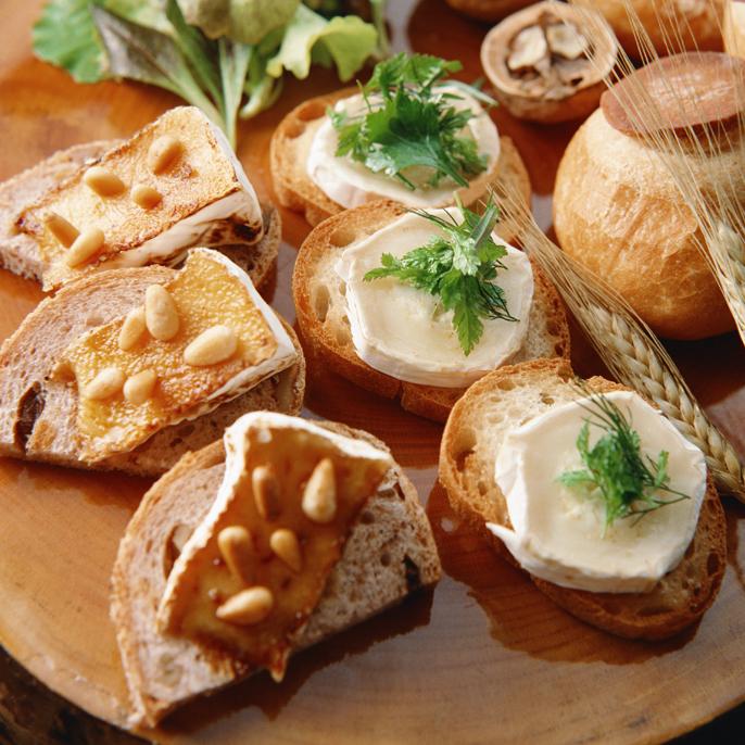 フランスパンとチーズ