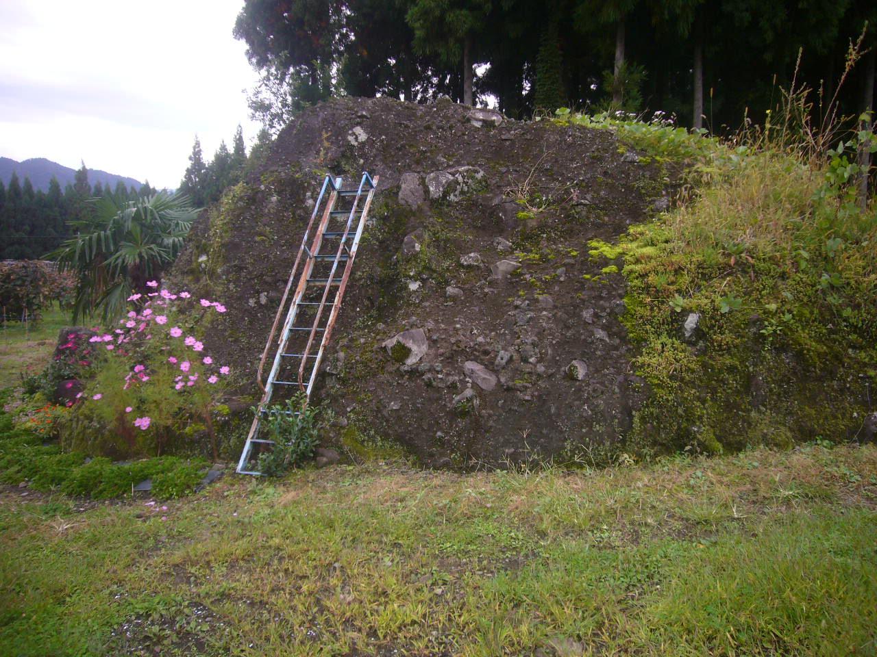噴火岩 白山ワイナリー畑 H27.10.12