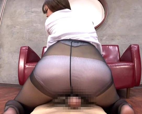 淫乱秘書のデカ尻コキやパンスト足扱きで大量射精の脚フェチDVD画像2