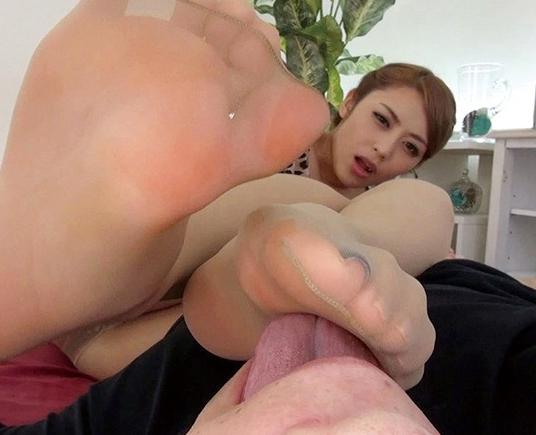 ムチムチ美脚のパンストお姉さんが足コキや着衣SEX抜きの脚フェチDVD画像2