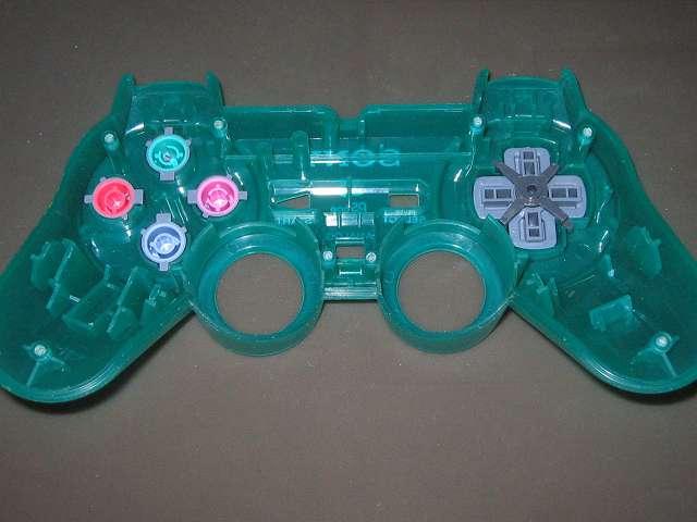 PS プレイステーションコントローラー DUALSHOCK デュアルショック SCPH-110 エメラルド メンテナンス、組立作業 コントローラー本体上部プラスチックカバーにプラスチックボタン、十字キー、レバーサポート取り付け