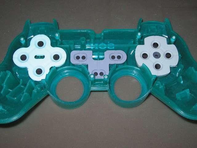 PS プレイステーションコントローラー DUALSHOCK デュアルショック SCPH-110 エメラルド メンテナンス、組立作業 コントローラー本体上部プラスチックカバーにラバーパッド取り付け