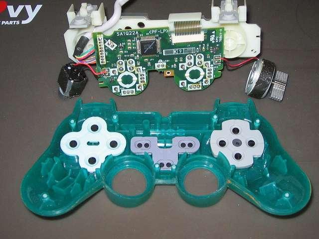 PS プレイステーションコントローラー DUALSHOCK デュアルショック SCPH-110 エメラルド メンテナンス、分解作業 コントローラー本体から基板を取り外したところ