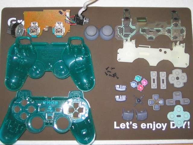 PS プレイステーションコントローラー DUALSHOCK デュアルショック SCPH-110 エメラルド メンテナンス、分解作業 コントローラーのすべての部品パーツを取り外し完了