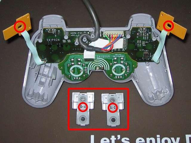 PS プレイステーションコントローラー DUALSHOCK デュアルショック SCPH-1200 メンテナンス、組立作業 L・R ボタン固定用ガイドに L1・R1 ボタンとラバーパッドを取り付けて画像赤丸箇所に合わせてL・R ボタン用基板に取り付ける