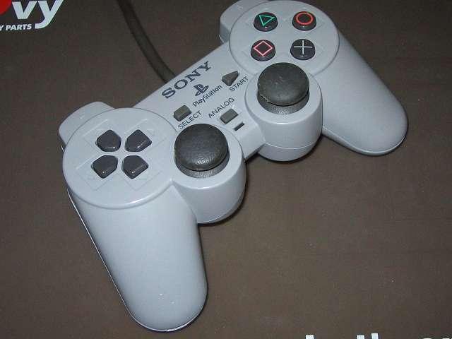 PS プレイステーションコントローラー DUALSHOCK デュアルショック SCPH-1200 メンテナンス、組立作業 組立完了、各種ボタン、スティック操作をして感触をチェックする