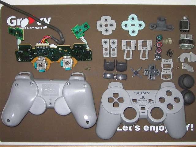 PS プレイステーションコントローラー DUALSHOCK デュアルショック SCPH-1200 メンテナンス、掃除作業 コントローラー部品パーツ掃除完了とワイドハイターEXパワーで黄ばみが取れたプラスチックカバー