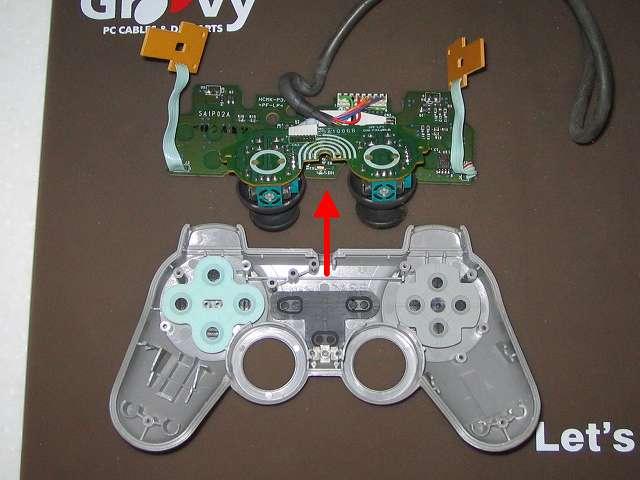 PS プレイステーションコントローラー DUALSHOCK デュアルショック SCPH-1200 メンテナンス、分解作業 コントローラー本体から基板を取り外したところ