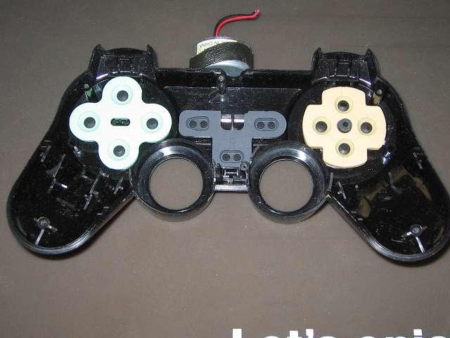 PS2 プレイステーション2 コントローラー DUALSHOCK 2 デュアルショック2 SCPH-10010 メンテナンス、組立作業 コントローラー本体上部プラスチックカバーにラバーパッド取り付け