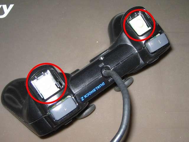 PS2 プレイステーション2 コントローラー DUALSHOCK 2 デュアルショック2 SCPH-10010 メンテナンス、組立作業 コントローラー本体プラスチックカバーを元通りに組み立てたところ、L・R ボタンのラバーパッドが見える状態になっていることを確認する