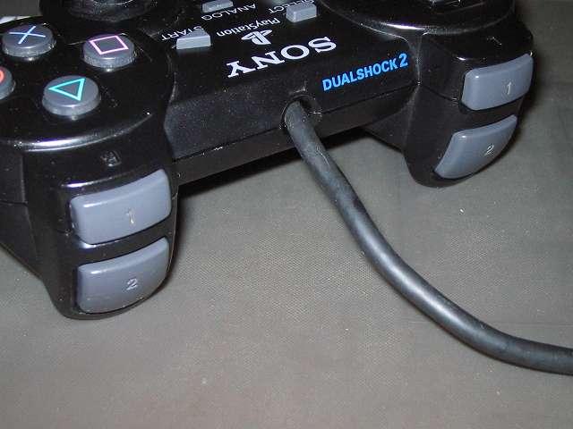 PS2 プレイステーション2 コントローラー DUALSHOCK 2 デュアルショック2 SCPH-10010 メンテナンス、組立作業 L1・R1・L2・R2 ボタンを押してきちんとボタンを押した時の感触にばらつきがないかどうかと、ボタンを離したときに反発して戻るかどうか確認する