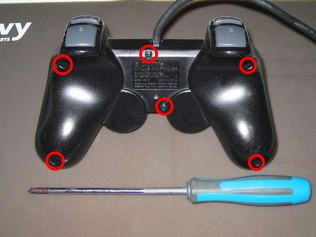 PS2 プレイステーション2 コントローラー DUALSHOCK 2 デュアルショック2 SCPH-10010 メンテナンス、組立作業 コントローラー裏面 ネジ穴 6ヶ所(画像赤丸)にネジを締める