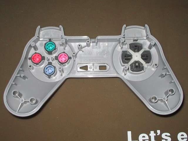 PS プレイステーションコントローラー PlayStation Controller SCPH-1080 メンテナンス、組立作業 コントローラー本体上部プラスチックカバーにプラスチックボタン、十字キー、レバーサポート取り付け