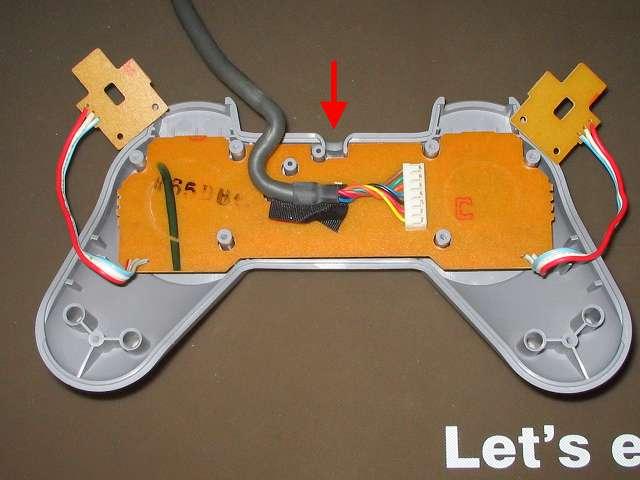 PS プレイステーションコントローラー PlayStation Controller SCPH-1080 メンテナンス、組立作業 プラスチックボタン、ラバーパッドを取り付けたコントローラー本体上部プラスチックカバーに基板を取り付ける