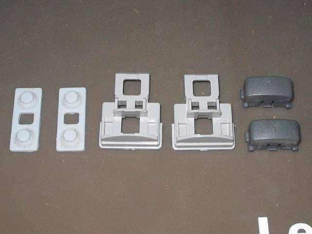 PS プレイステーションコントローラー PlayStation Controller SCPH-1080 メンテナンス、分解作業 L・R ボタン固定用ガイドからラバーパッドと L1・R1 ボタンを取り外したところ