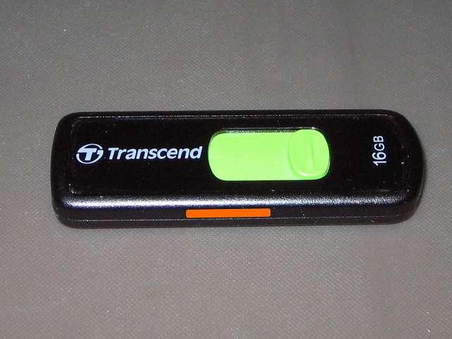 読み書きができなくなった Transcend JetFlash 500 TS16GJF500 (16GB)、購入後24時間稼働状態の PC に接続して毎日1回のバックアップ用として使用、2年強の連続稼働したが故障した模様。なお、無期限保証があるがバックアップのデータが USB フラッシュメモリ内に残ったままであること、交換申込時に送料は自己負担になる可能性があることを踏まえて本体を破棄することにした