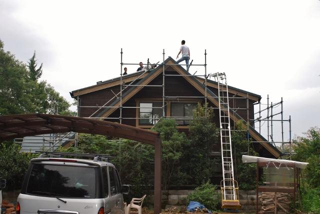 屋根に上った少年H