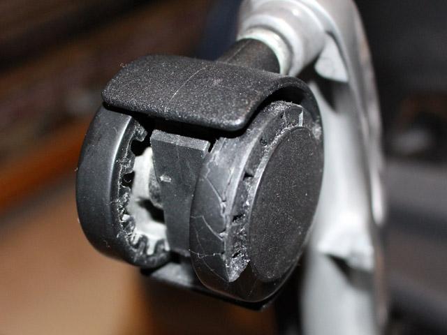 broken_caster_150921.jpg