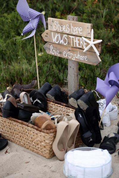 ビーチウェディング_靴を脱ぐサイン