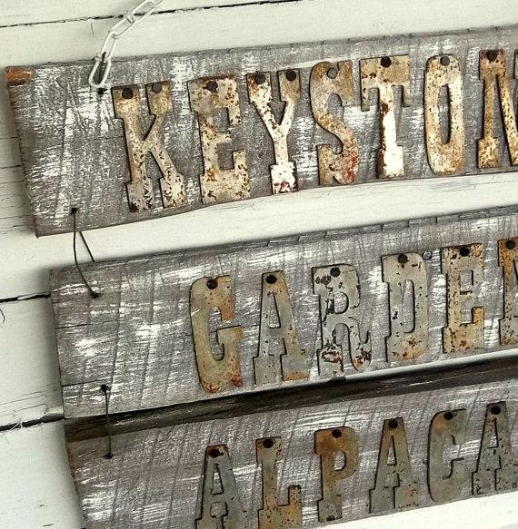錆びたアルミイニシャルアルファベットサイン